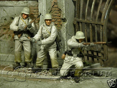 """BRAND NEW"" JUST IN!  Dragon 1:35 ""Winter"" German Soldier Set (3 Piece Set)"