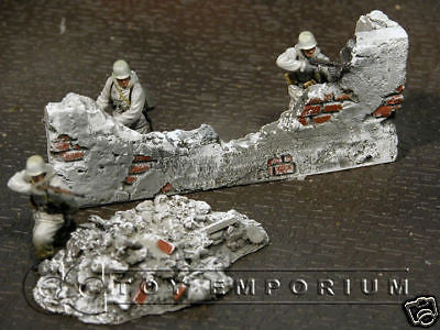 """RETIRED & BRAND NEW"" Build-a-Rama 1:32 Hand Painted WWII ""Winter"" Destroyed Wall Set (2 Piece set)"
