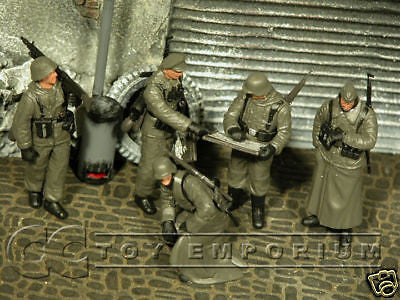 """BRAND NEW"" Custom Built & Hand painted 1:35 WWII German Field Briefing Soldier Set (5 Figure Set)"