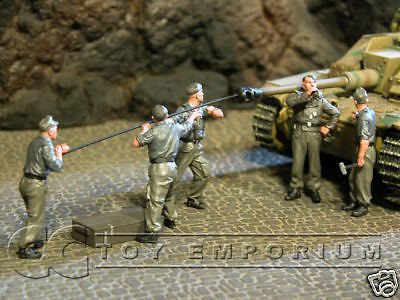 """BRAND NEW"" Custom Built & Hand Painted 1:35 WWII German Tank Crew At Work Set (5 Figure Set)"