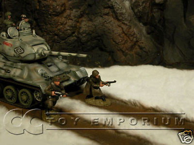 """BRAND NEW"" Build-a-Rama 1:32 Hand Painted WWII Deluxe Snow Mat w/ Road"