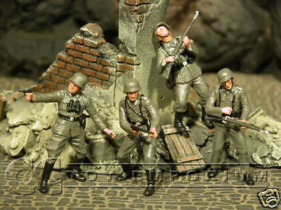 """BRAND NEW"" Custom Built & Hand Painted 1:35 WWII German Infantry Soldier Set (4 Figure Set)"