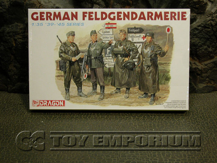 """BRAND NEW"" Dragon 1:35 Scale WWII German ""Feldgendarmerie + 2 Authentic Wooden Sign Posts"" Model Kit"