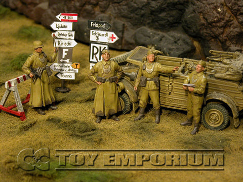 """BRAND NEW"" Custom Built - Hand Painted & Weathered 1:35 WWII German DAK ""Feldgendarmerie + 2 Authentic Wooden Sign Posts"" Soldier Set (4 Figure Set)"