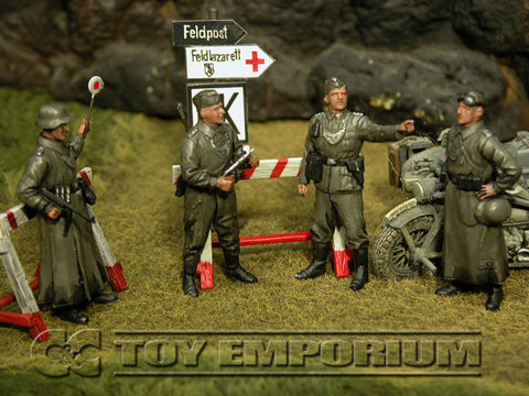 """BRAND NEW"" Custom Built - Hand Painted & Weathered 1:35 WWII German ""Feldgendarmerie + 2 Authentic Wooden Sign Posts"" Soldier Set (4 Figure Set)"