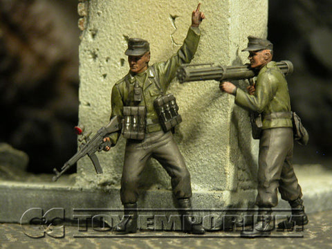 """BRAND NEW"" Custom Built - Hand Painted & Weathered 1:35 WWII German ""NachtJager, Berlin, 1945"" Soldier Set (2 Figure Set)"