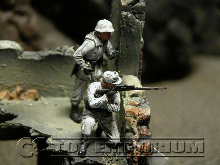"""BRAND NEW"" Custom Built - Hand Painted & Weathered 1:35 WWII German Winter Sniper Team Set #2  (2 Figure Set)"
