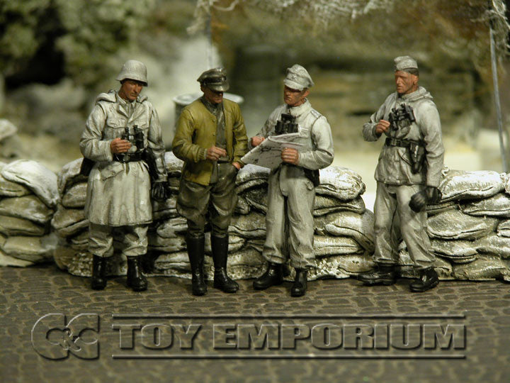"""BRAND NEW"" Custom Built - Hand Painted & Weathered 1:35 WWII German ""Winter Commander's Conference"" Soldier Set (4 Figure Set)"