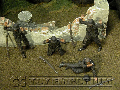 """BRAND NEW"" Custom Built - Hand Painted & Weathered 1:35 WWII German SS ""Surrender"" Soldier Set (4 Figure Set)"