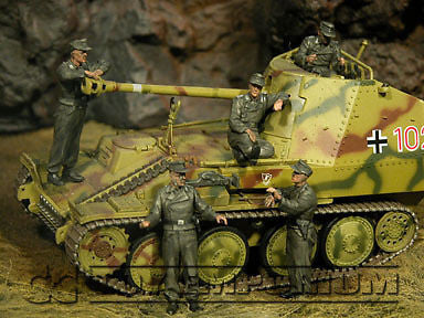 """BRAND NEW"" Custom Built - Hand Painted & Weathered 1:35 WWII German SPG Crew Riders Set (5 Figure Set)"