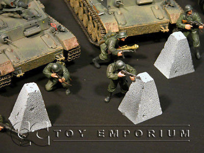 """RETIRED & BRAND NEW"" Build-a-Rama 1:32 Hand Painted  WWII  Dragons Teeth Set (3 Piece Set)"
