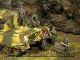 """BRAND NEW"" Custom Built - Hand Painted & Weathered 1:35 WWII German ""SPG Gun Crew"" Set (5 Figure Set)"