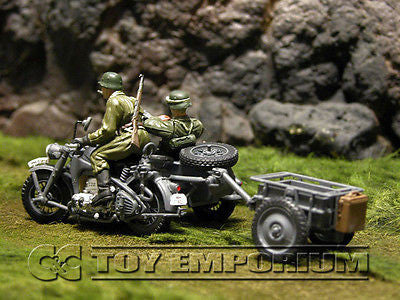 """RETIRED"" Forces Of Valor 1:32 Scale WWII German Zundapp w/ Side Car - Eastern Front"