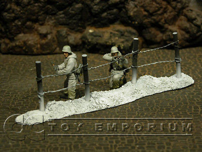 """RETIRED & BRAND NEW"" Build-a-Rama 1:32 Hand Painted WWII ""Winter"" Deluxe Wire Fence Winter"