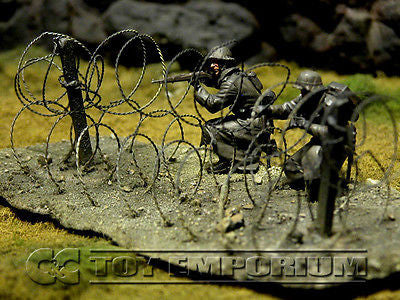 """RETIRED & BRAND NEW"" Build-a-Rama 1:32 Hand Painted WWII Deluxe Triple Concertina Wire Fence Section"