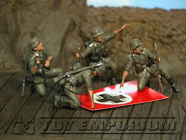 """BRAND NEW"" Custom Built & Hand Painted 1:35 WWII German ""Stukas Flying"" Set (4 Figure Set)"