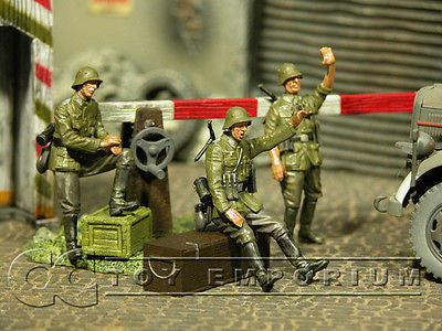 """BRAND NEW"" Custom Built & Hand Painted 1:35 WWII German Check Point Soldier Set (3 Figure Set)"