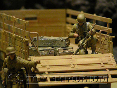 """RETIRED & BRAND NEW"" Build-a-Rama 1:32 Hand Painted WWII Deluxe ""Desert Tan"" Crate Set (3 Piece Set)"