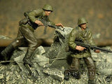 """BRAND NEW"" Custom Built & Hand Painted 1:35 WWII German Front Line Soldier Set (2 Figure Set)"