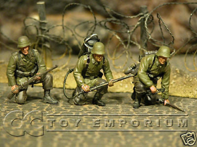"""BRAND NEW"" Custom Built & Hand Painted 1:35 WWII German Sturmpionier Soldier Set (3 Figure Set)"