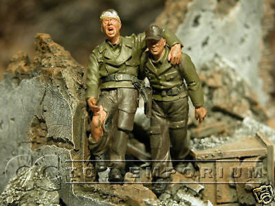 """BRAND NEW"" Custom Built & Hand Painted 1:35 WWII German ""Wounded Comrad"" Set (2 Figure Set)"