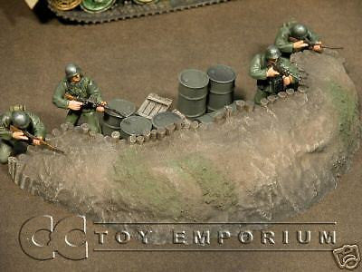 """RETIRED & BRAND NEW"" Build-a-Rama 1:32 Hand Painted  WWII Gun Emplacement"