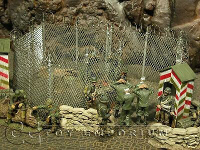 """RETIRED & BRAND NEW"" Build-a-Rama 1:32 Hand Painted  Perimeter Fence Set"