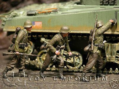 """BRAND NEW"" Custom Built & Hand Painted 1:35 WWII German Elite Explosives Team (3 Figure Set)"
