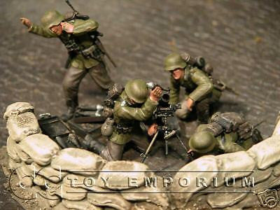 """BRAND NEW"" Custom Built & Hand painted 1:35 WWII German Mortar Team Soldier Set (4 Figure Set)"