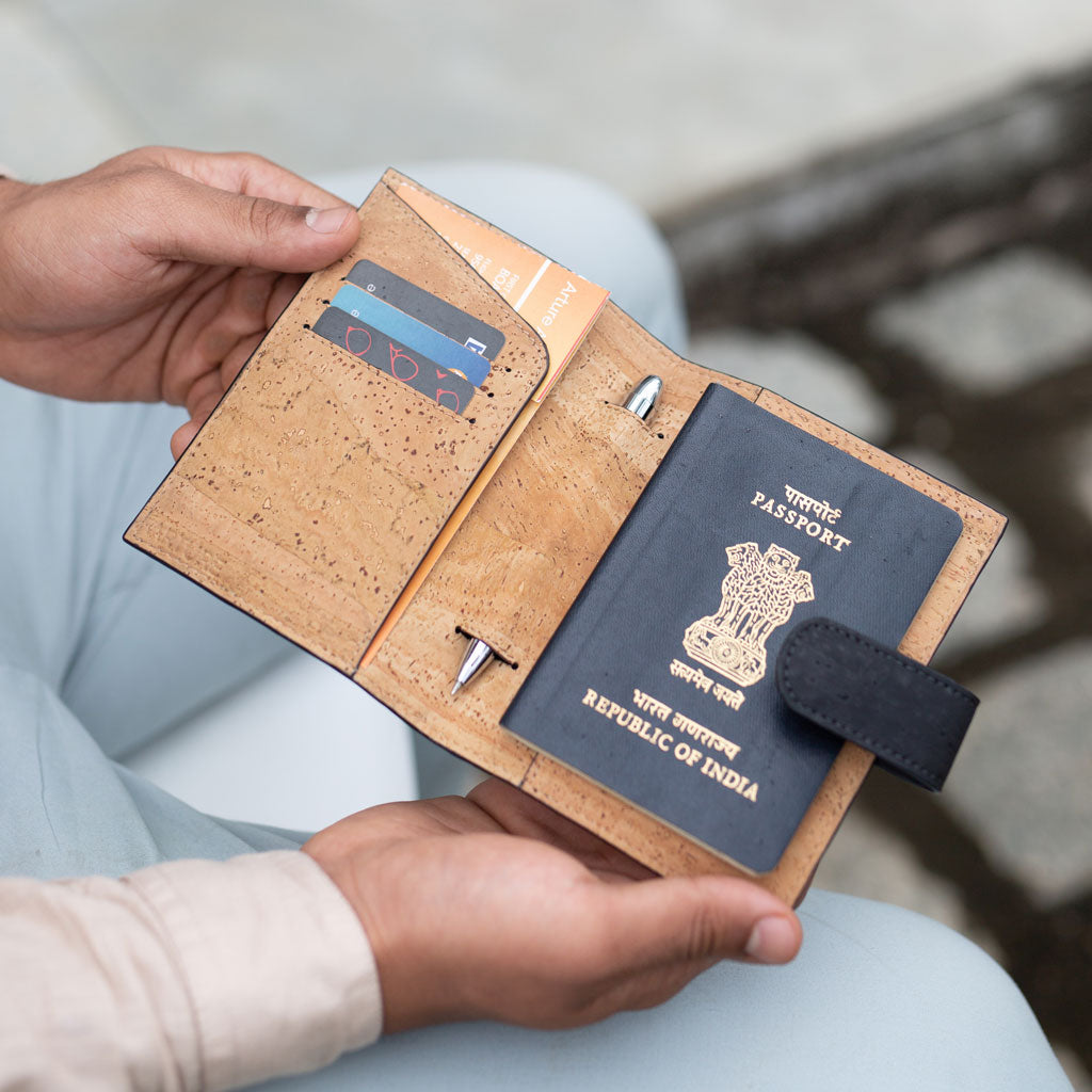 Cedar Passport Sleeve - Black