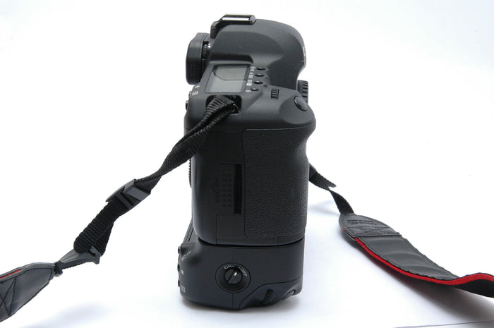 Canon 5D Mk II Digital SLR Camera Body with BG-E6 Battery Grip