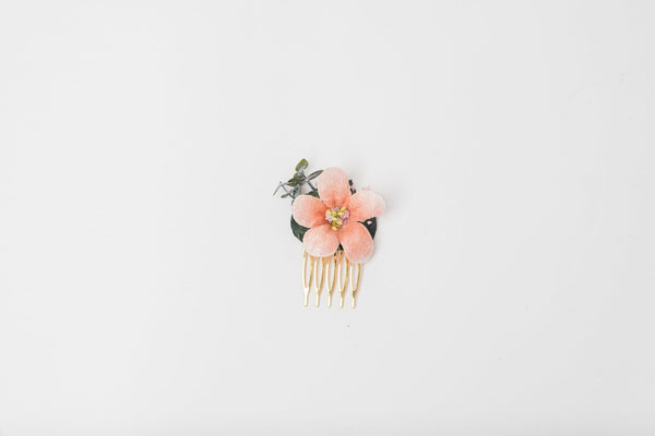 Peach and green mini flower comb Peach wedding Flower hair comb for bride Bridesmaid gift Apricot wedding 2021 Magaela Small bridesmaid comb