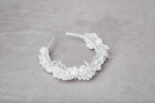 White flower headband Communion flower headpiece Bridal hairband First holy communion Headband for girls Snow white Rose Comfortable Magaela