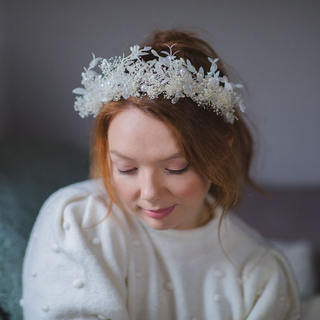 White flower crown for bride Crystal crown Pearls Dried flowers Wedding tiara Flower headpiece with white leaves Ivory Magaela Handmade