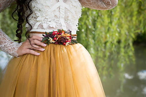 Autumn flower belt Red belt Flower belt with rosehips Wedding belt Bridal accessories Floral belt on satin ribbon Belt on dress