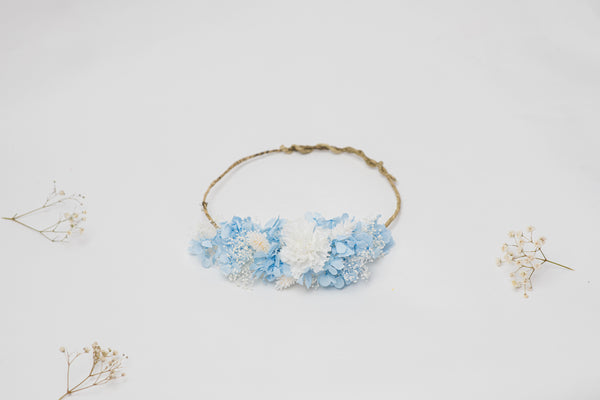 Blue hydrangeas and white dianthus bridal crown Flower hair crown Preserved flowers Wedding hair jewellery Dried flowers Magaela Handmade