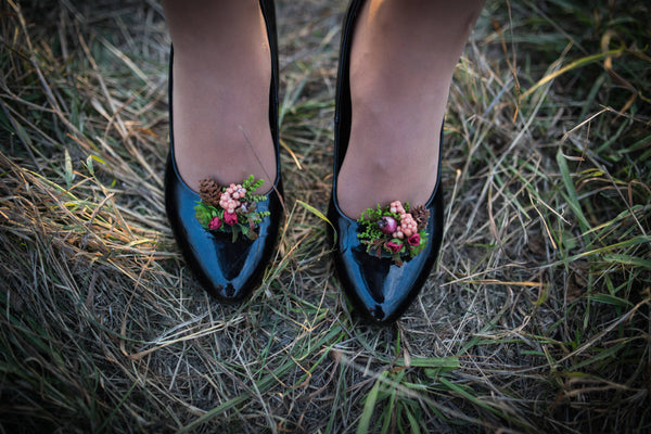 Clips on shoes Romantic flower clips Flower shoe clips Wedding flowers Wedding accessories Succulents Pine cones