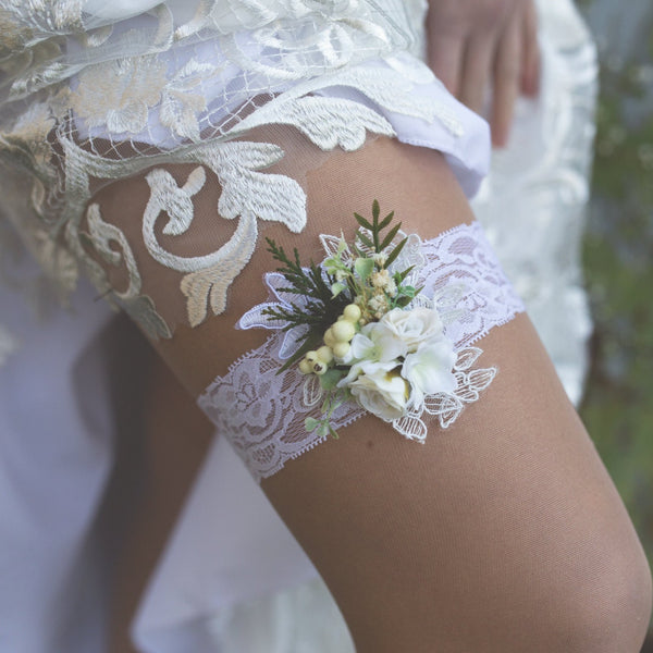 Wedding Garter Romantic white garter Wedding accessories Flower Garter for bride Greenery garter Wedding garter Bridal floral garter