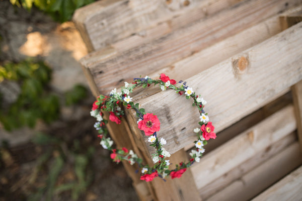 Meadowy floral hair garland  Red and white flower garland Wedding accessories Hair flowers Red hair crown Magaela accessories Fashion Bride