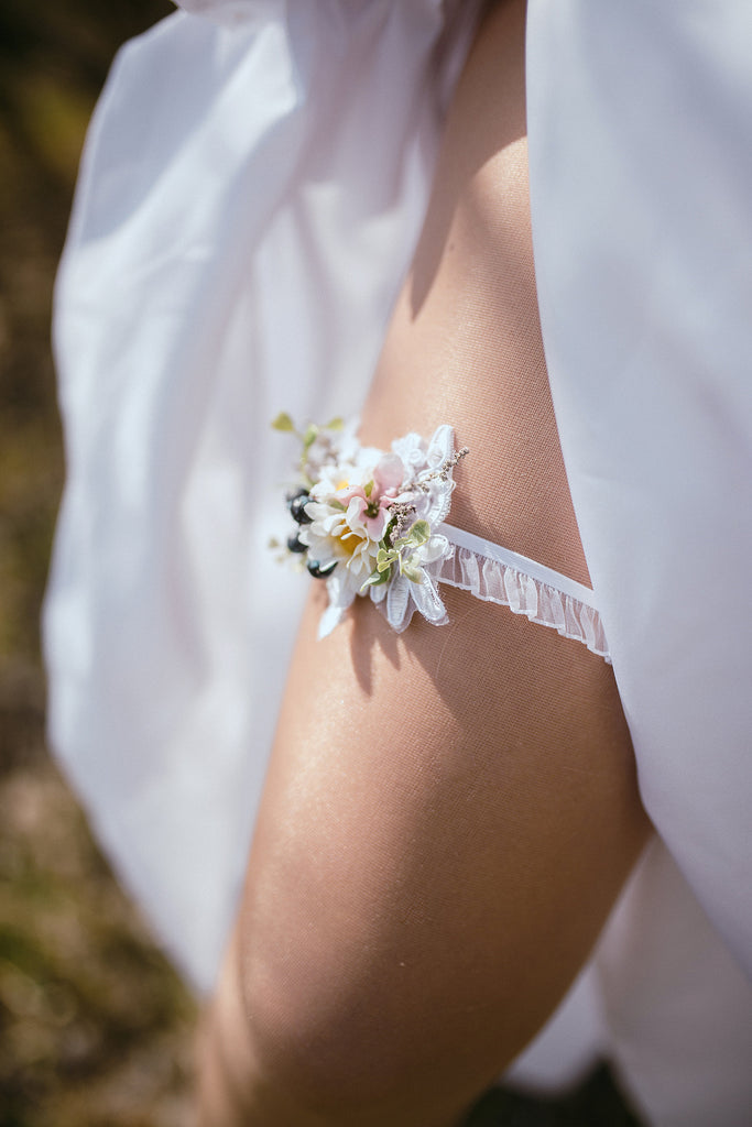 Wedding Garter Meadowy garter with blueberries Romantic garter Wedding accessories Flower Garter for bride Wedding garter Bridal floral