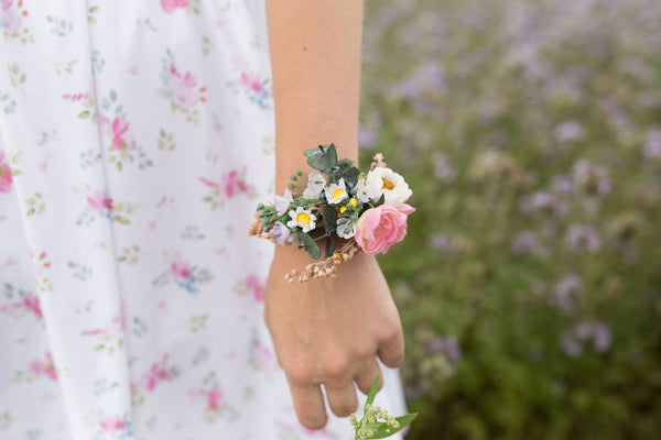 Romantic bracelet with eucalyptus Flower bracelet Romantic jewellery Meadowy Boho wedding Bracelet for bride Bracelet for bridesmaid