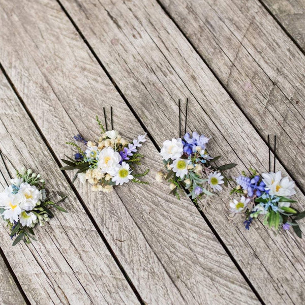 Meadowy floral hair pins Flower arrangement Hair accessories in blue and beige colours Bridal accessories Hair flowers Wedding accessories