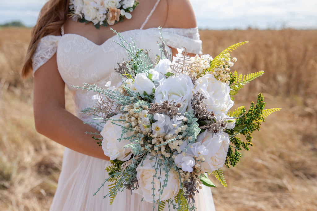 White boho wedding bouquet Bridal bouquet Wedding accessories Bouquet for bride Handmade bouquet Romantic bouquet Magaela