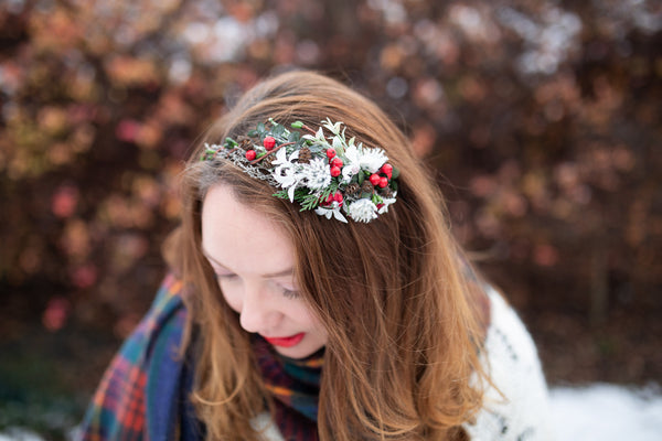 Winter headband with pine cones and berries Winter hairband Wedding headband Bridal hairband Floral accessories Wedding accessories Magaela