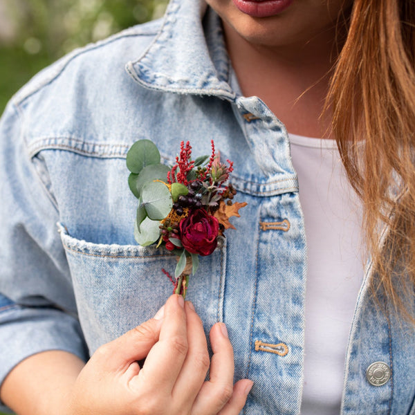Autumn boutonniere Flower buttonhole Red boutonniere Fall groom's boutonniere Wedding accessories Magaela Berries Green Accessories