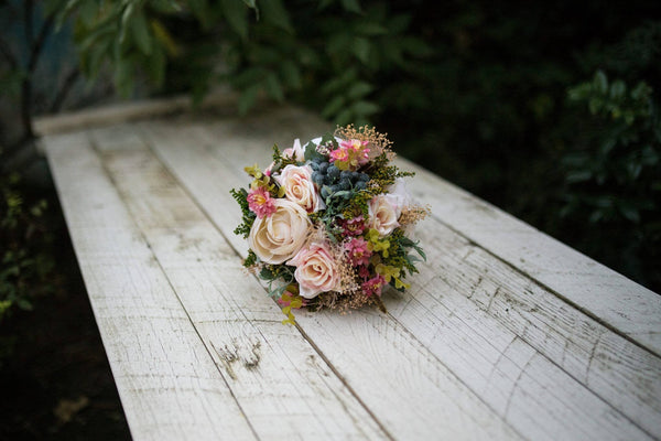 Beautiful Wedding Flower Set Bridal Bouquet Floral Hair Comb Grooms Boutonierre Wedding Accessories Flower Bouquet Groom's Buttonhole