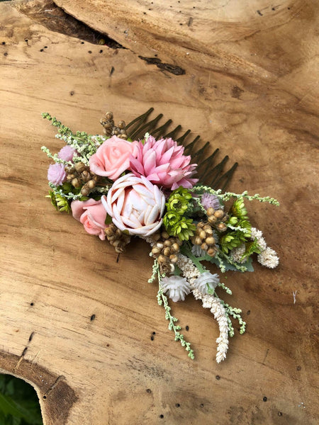 Pastel wedding hair comb Bridal flower comb Magaela accessories Romantic flower jewellery Eucalyptus and Baby's breath comb Wedding 2021
