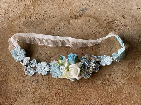 Blue and white wedding garter Bridal floral garter Handmade garter for bride Magaela accessories Blumen Romantic wedding garter Bride to be