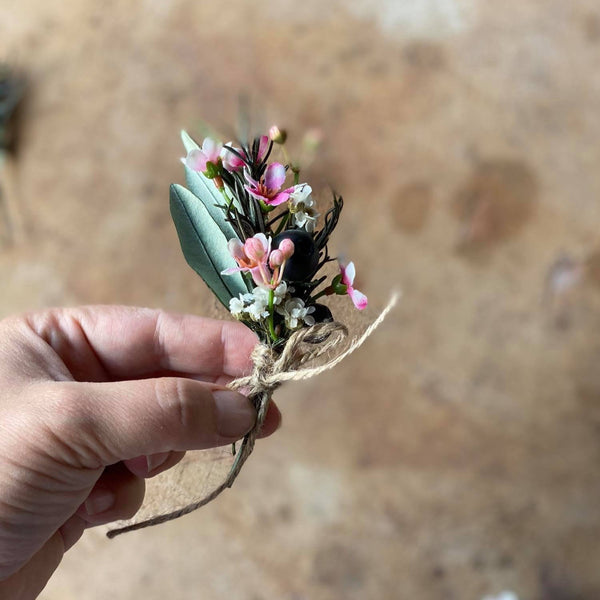 Groom's boutonniere Green and pink floral boutonniere Magaela Wedding buttonhole Hochzeit Groom's accessories Handmade Rosemary Natural