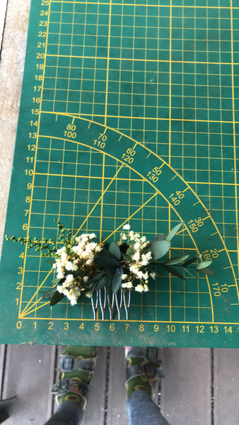 Greenery mini flower hair comb Wedding Baby's breath hair comb Bridal accessories Greenery flower hair comb Magaela Natural